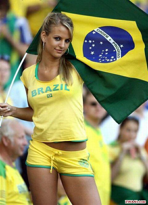 http://images.zwani.com/graphics/portuguese/orgulho_brasileiro/images/brazilian-soccer-fan.jpg